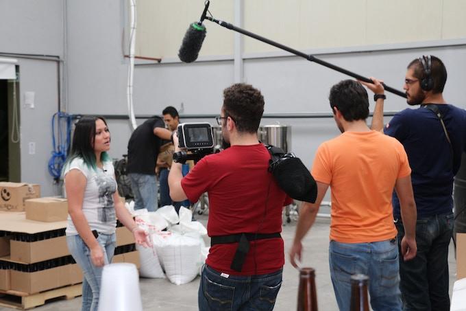 El Crew entrevistando a Jessica