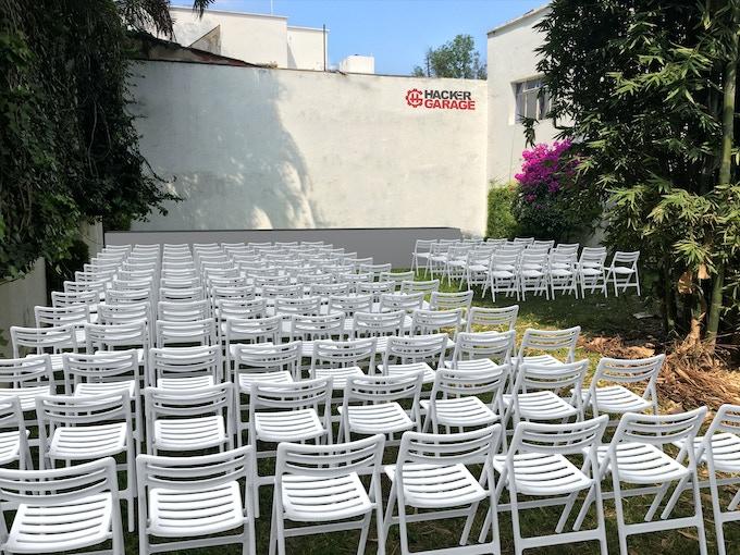 Vista previa del área de conferencias al aire libre