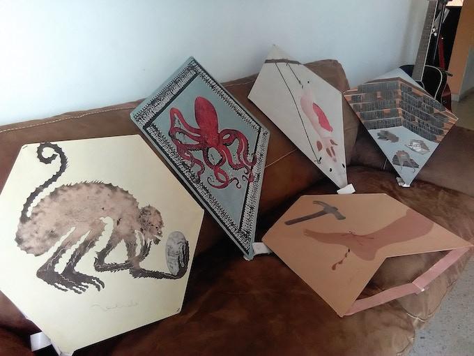 Papalotes firmados por el Mtro Francisco Toledo. Son elaborados con papel artesanal. 5 distintos diseños para 5 patrocinadores.