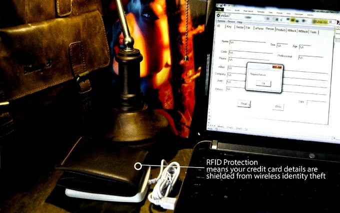 A cheap RFID scanner bought off EBAY getting details off your credit card