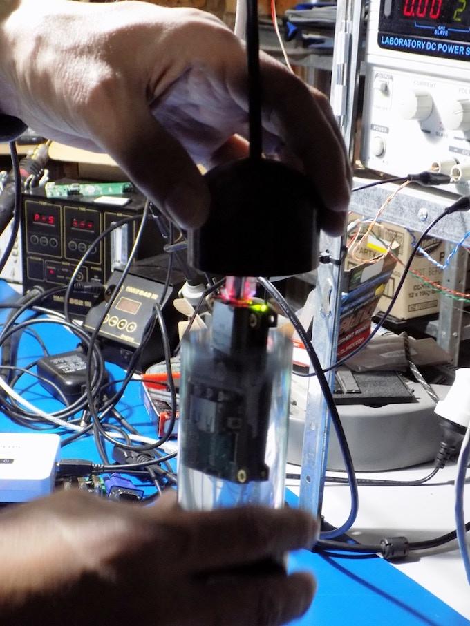 Inside oil-filled tube for liquid cooling
