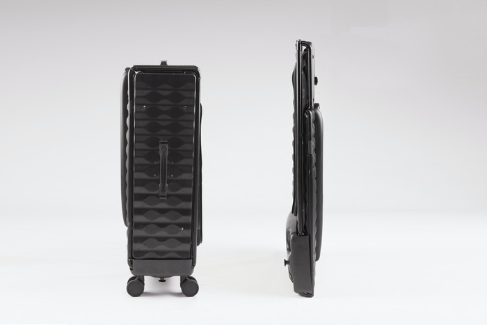 Protective 4-wheeled Hard-shelled luggage that collapses to 3 inches when not in use + hangable handle + GPS + connected travel app
