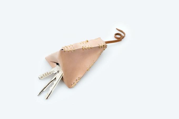 Hand stitched natural vaqueta leather keychain / Llavero de vaqueta natural cosido a mano [MX$915]