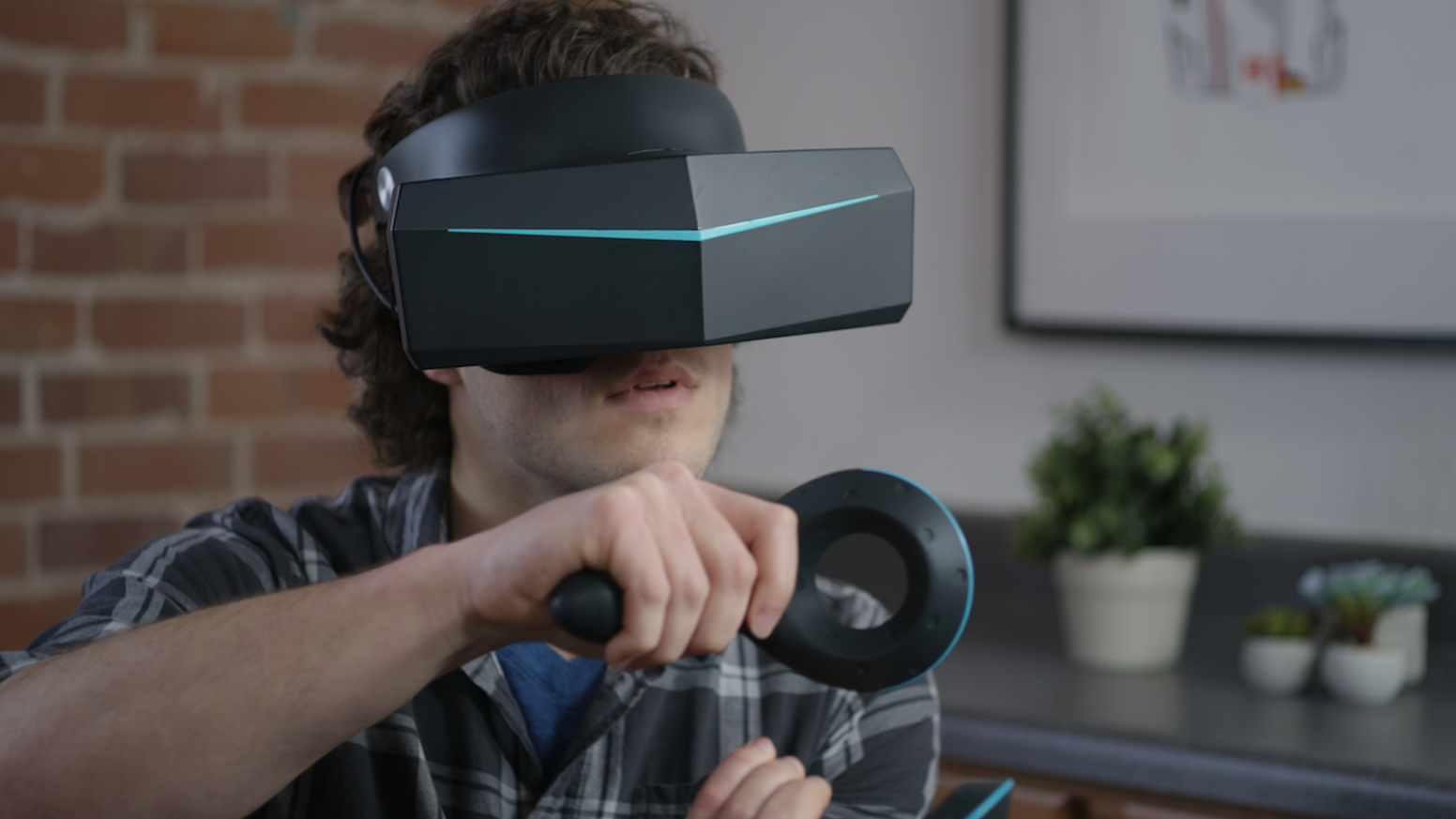 Pimax 8K allows users to experience VR with Peripheral vision while solving the problem of screen door effect and motion sickness
