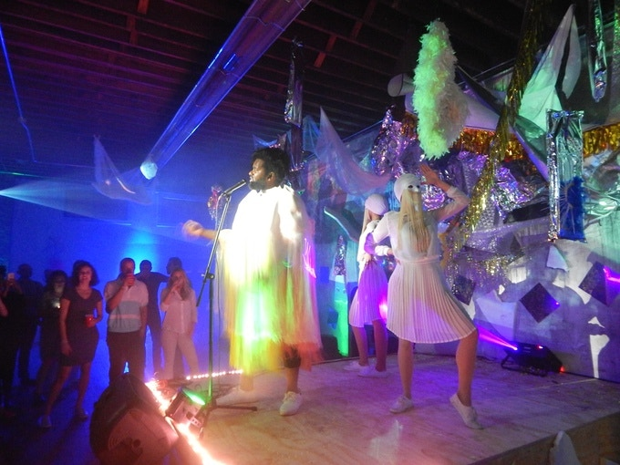Live performance by Tunde Olaniran with installation artwork by Paula Schubatis and Dessislava Terzieva: when art, music and design combine to create an unforgettable immersive experience.