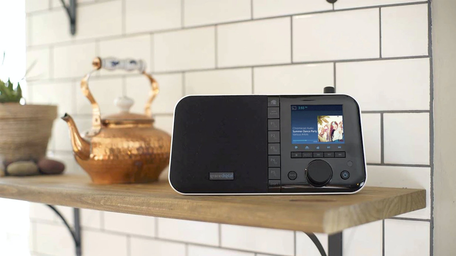 The world's first internet radio with Chromecast built-in.