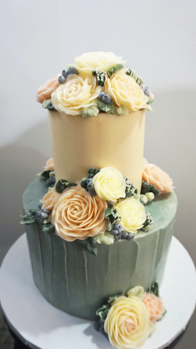 Cake Artistry Mauritius : Space for brilliant buttercream flower cake & cupcakes! by ...