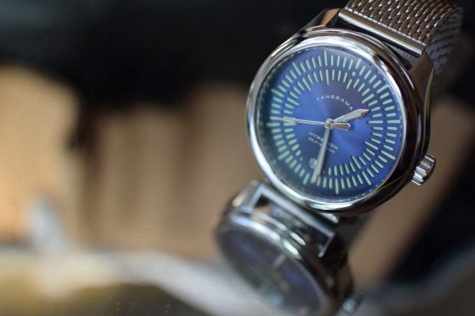 The Hyperion Azure best displays the sunburst finish