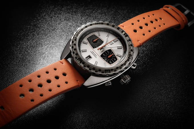 Version D, chequered bezel