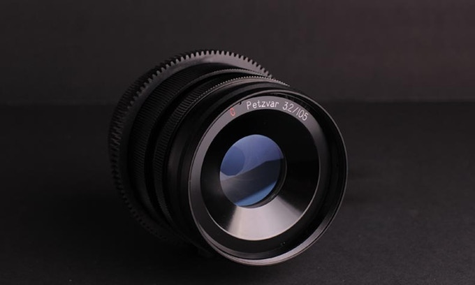 C Petzvar 3.2 / 105 mm petzval lens for PL mount camera