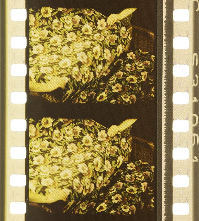 Film frames from Parures, 1939