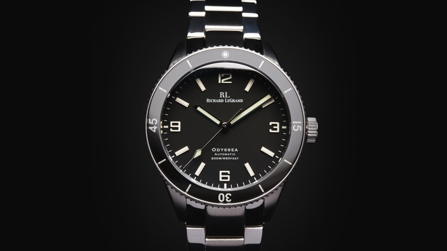Seiko automatic movement. Sapphire Crystal dial window and bezel overlay.  200m depth of water dfbab9bf9418