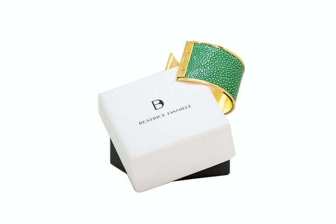 VALERIA - Gold & Packaging