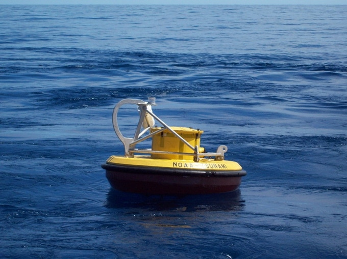 Tsunami detection buoy