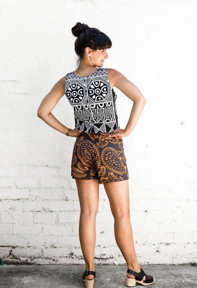 button at the back singlet top: classic look, great fit