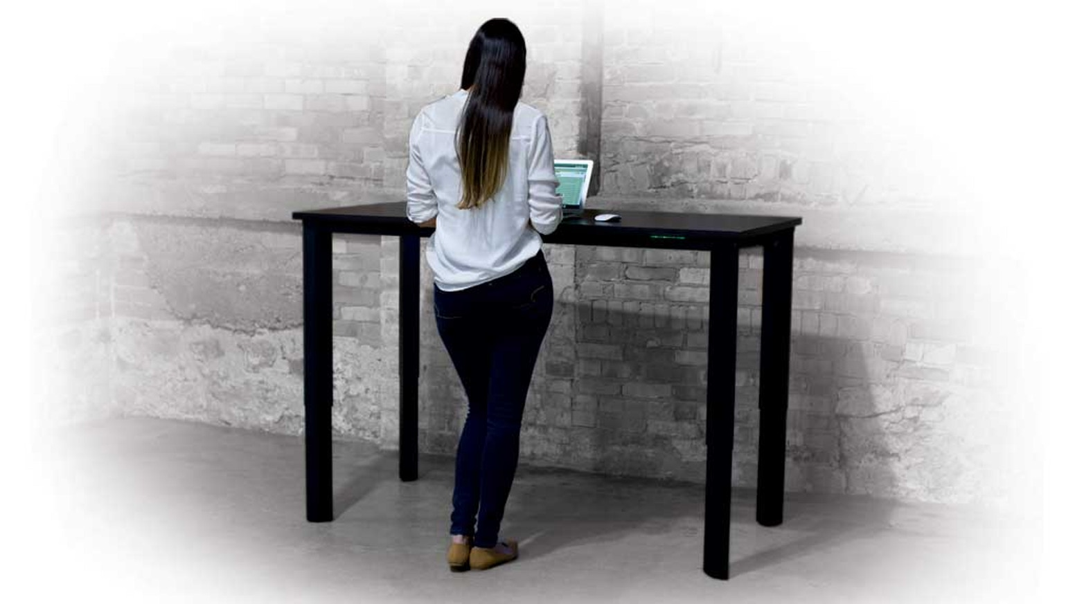 vivistand next generation sit stand desks by rob. Black Bedroom Furniture Sets. Home Design Ideas