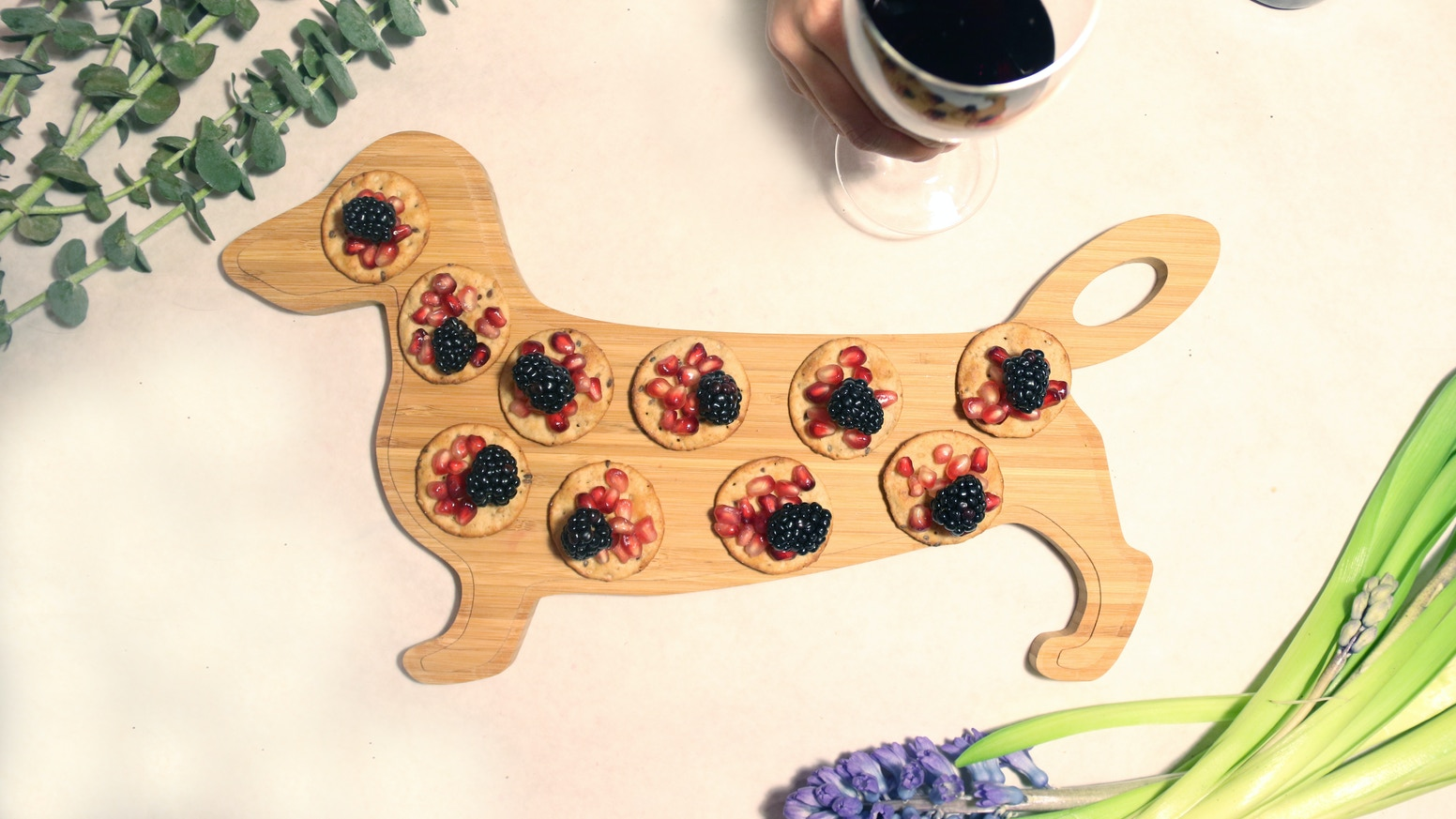 Doxie-shaped cheeseboard. A product for animals lovers. Handcrafted with love in NYC ❤︎