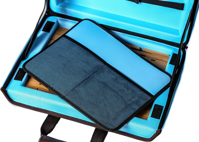 The internal trapper keeper pocket is secured with mesh netting and stores away papers, folders, small books, pens, files, and many other things for safe transport.