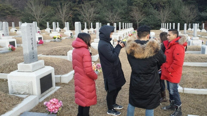 Interviewing Nelson Lim (grandson of Jeronimo) visiting his great grandfather, Lim Cheon Taek's cemetery in Daejeon, Korea