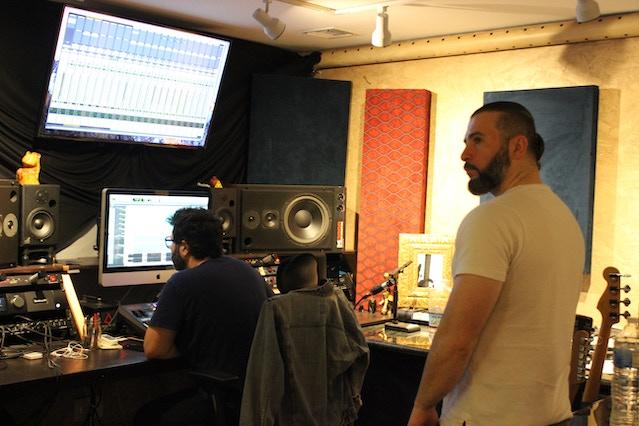 John Dolmayan está de volta ao estúdio, mas não é com o SOAD