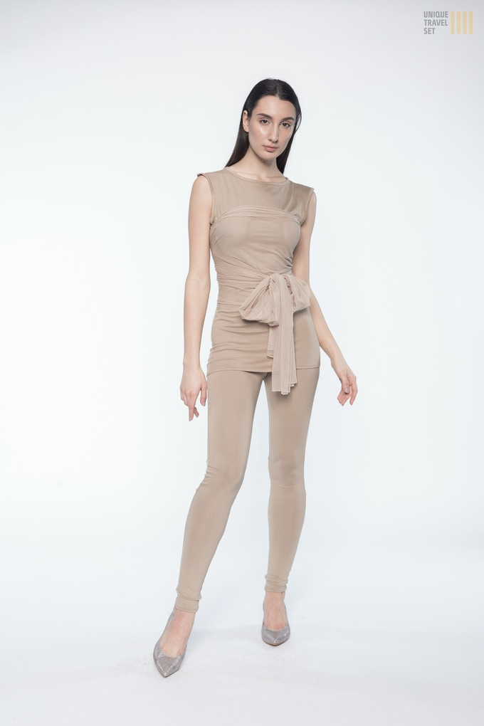Unique Travel Set Luxury Edition consists of Basic set with additional mesh dress and long scarf for the elegant and luxurious look! (Photo: Golden Beige)
