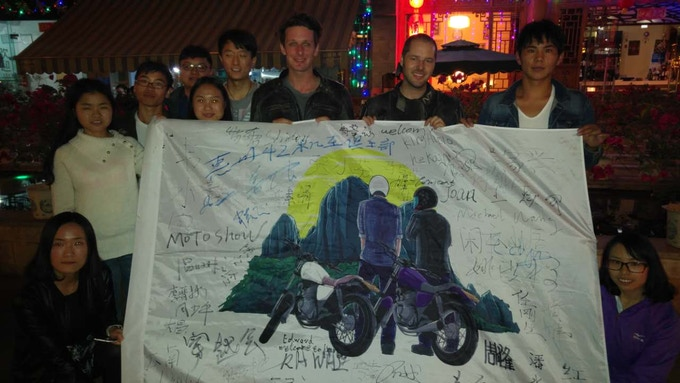 SerpentZA and Laowhy86 with their subscribers in Kunming