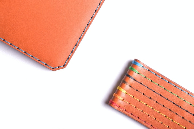 Vegetable tanned Whisky leather, available stitched in 7 different threads