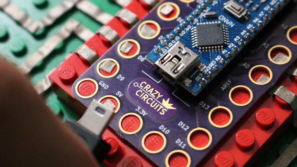 Crazy Circuits: LEGO™ Compatible Modular Electronics project video thumbnail