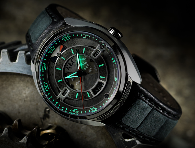 Pictured: the 901-01, with green lume. Please note that the 901-02 and -03 models are treated with black lume, which is significantly less powerful!