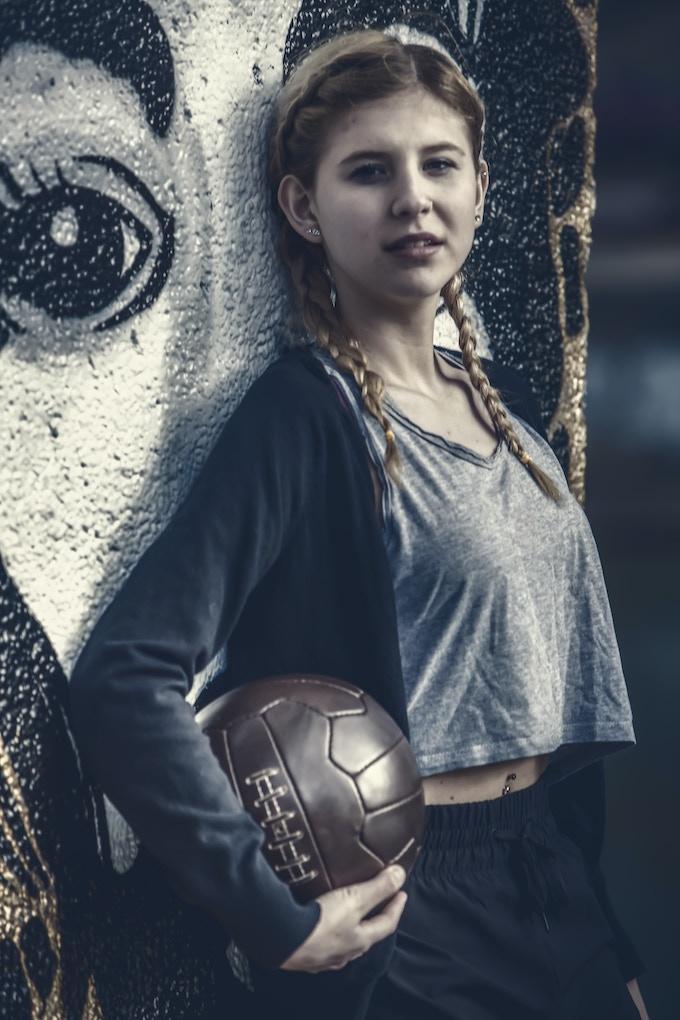 Balldesigner original handmade RETRO football (c) Franz Schobesberger; Model: Julia Riegl