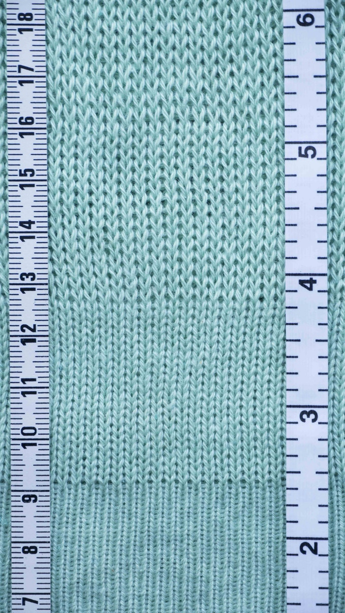 Different stitch density levels, automatically adjustable row by row. Centimeters left, inches right.