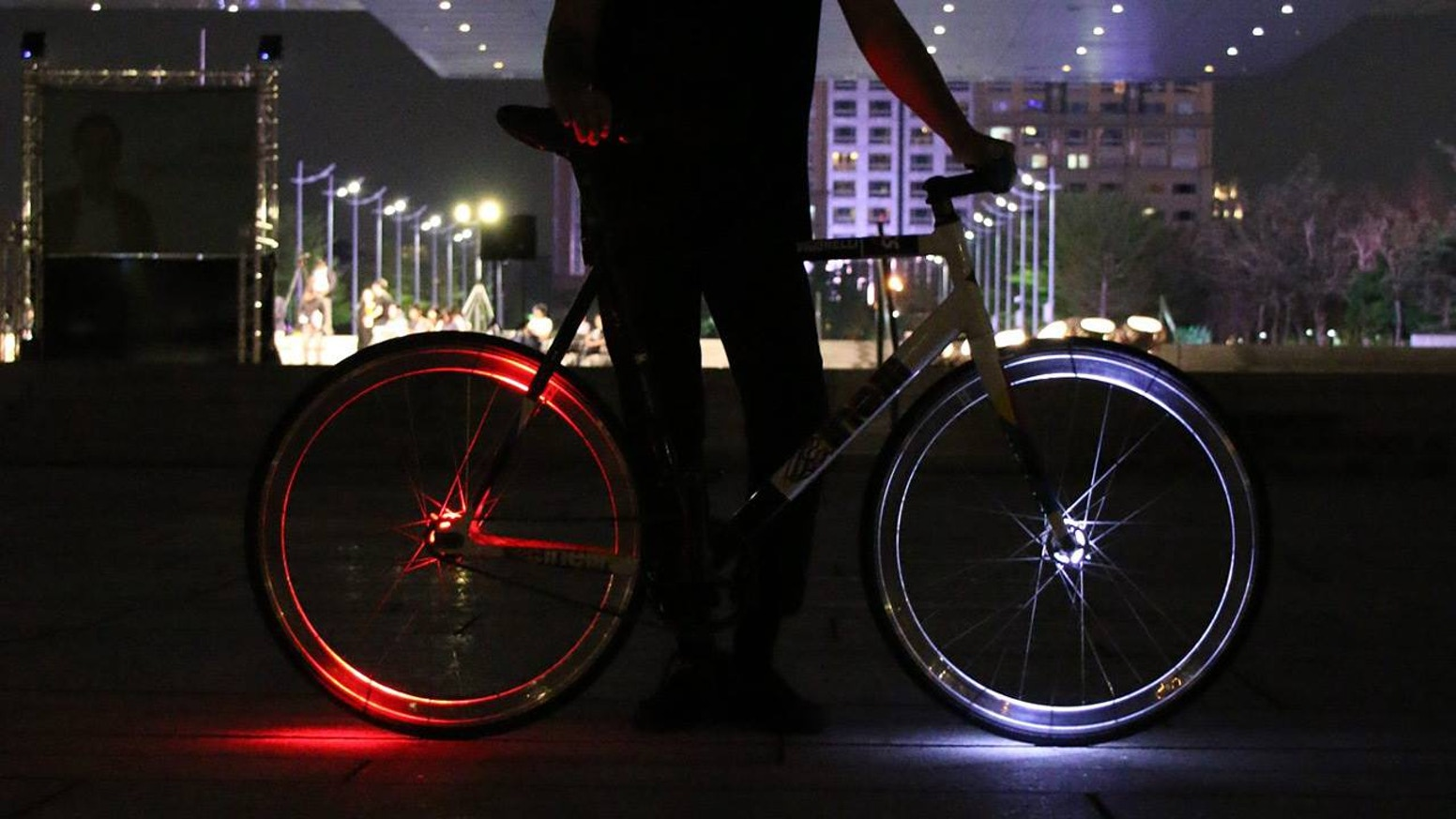 Smallest & lightest wheel bike light to improve your ride visibility and safety at night.
