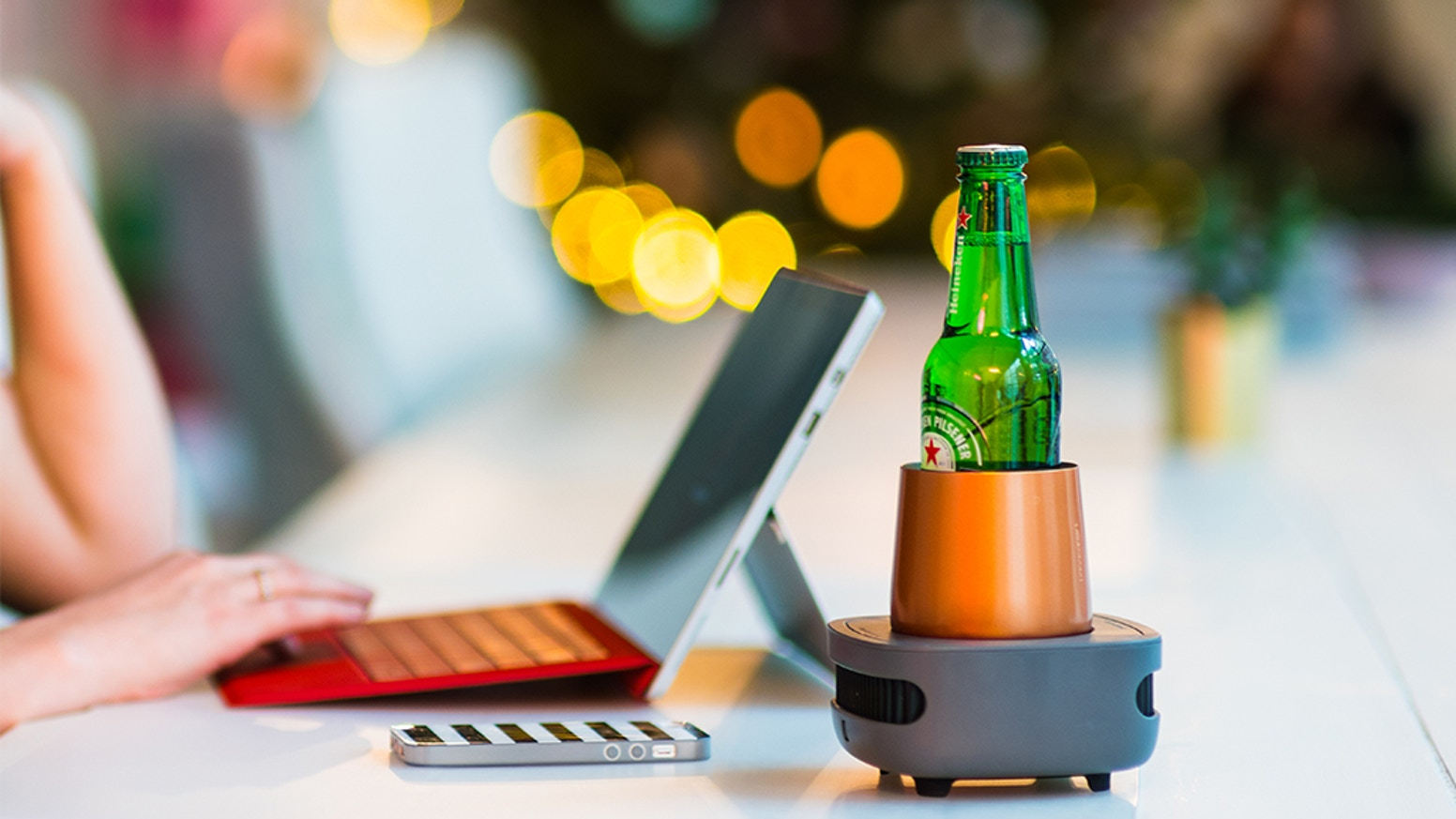 A smart device that cools down and keeps your drink cold till the last sip!