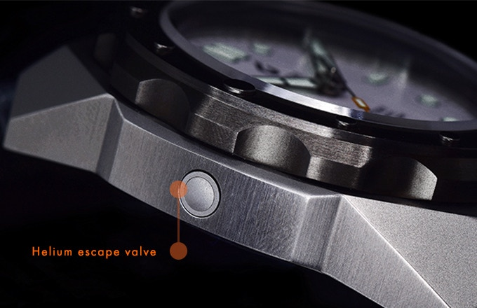 An automatic helium escape valve to depressurize the watch during diving