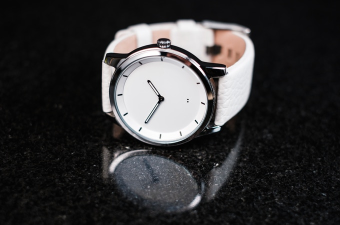 White color option, smooth finish case, and a genuine leather band.