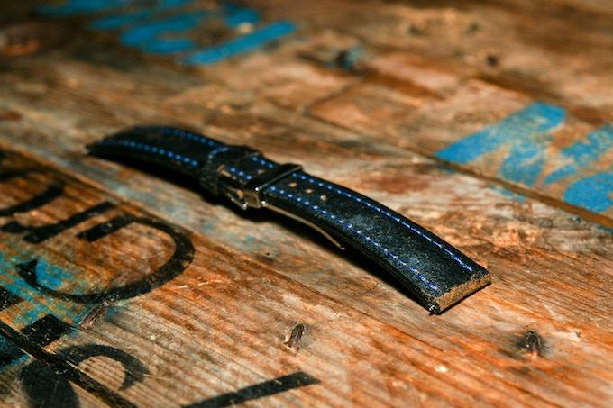 CARZO & LIEUTIER Bracelet Oltimers cuir rare (Jaguar XK 120 de 1951)