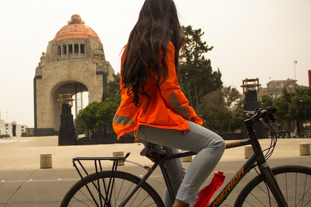 """Laura in front of the """"Monumento a la Revolución"""" in México city"""