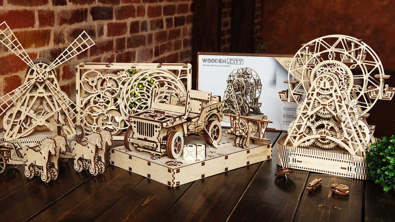 Construction sets made of environmentally friendly material with open mechanism.