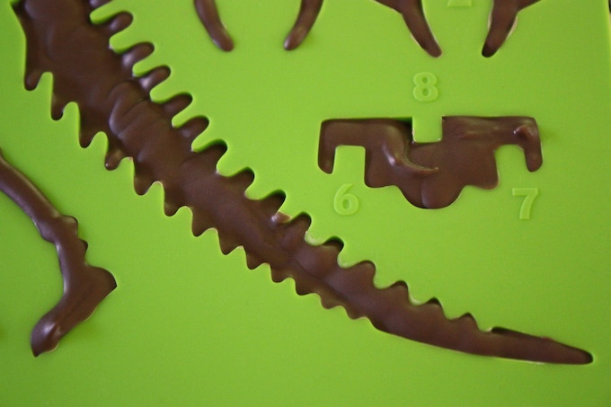 And a beautifully-sloping tail completes the tripod shape, holding your chocolate dino up!