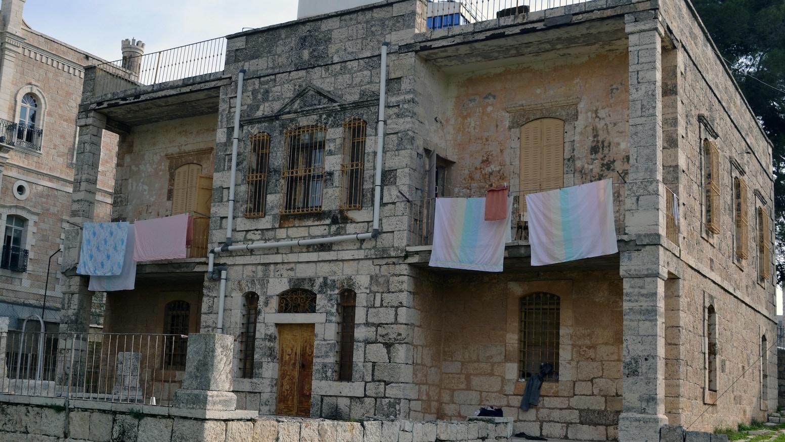 Dar jacir by emily jacir kickstarter for Architecture maison traditionnelle libanaise
