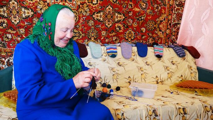Belarusian grandma knits the socks