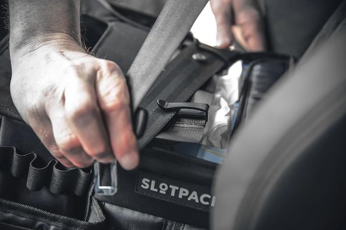 Einfache Montage mit dem Gurt - easy mounting with the seat belt