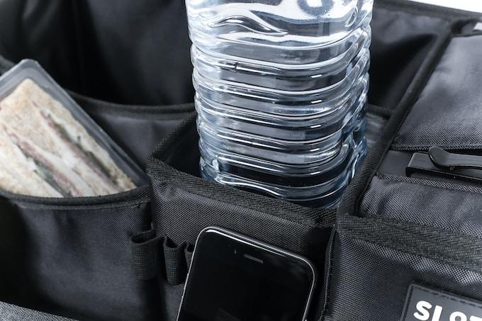 Hält mühelos 1,5 Liter Wasserflaschen - easily holds 1.5-liter water bottles