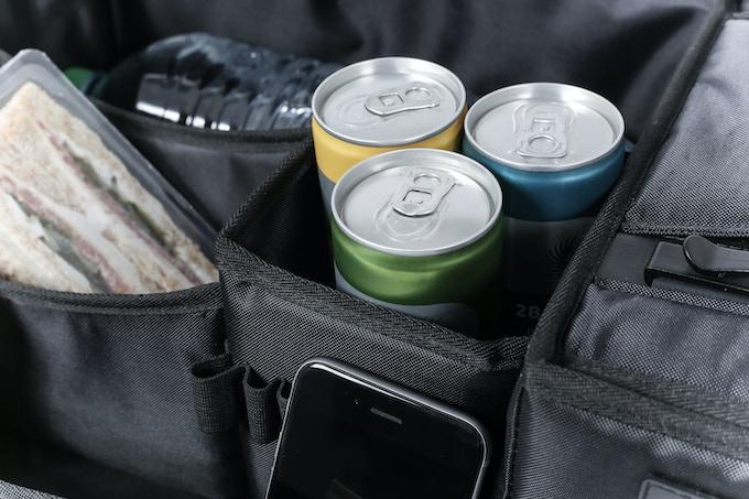 Platz für bis zu 3 Getränkedosen - space for up to 3 cans of beverages