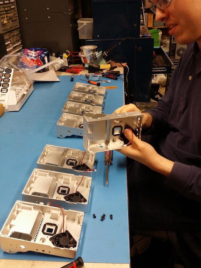 Oak installing fans into cases