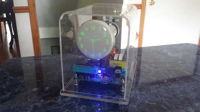 The OSC4.4 Oscilloscope clock with a gps module, built with a DG7-6 CRT.