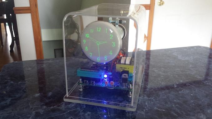 The OSC4.4 Oscilloscope clock with a gps module, built with a DG7-6 CRT.