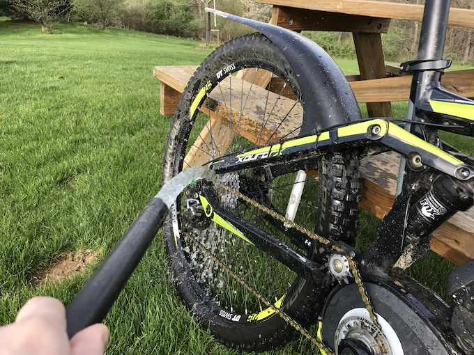 Quickly clean your cogs and derailleurs