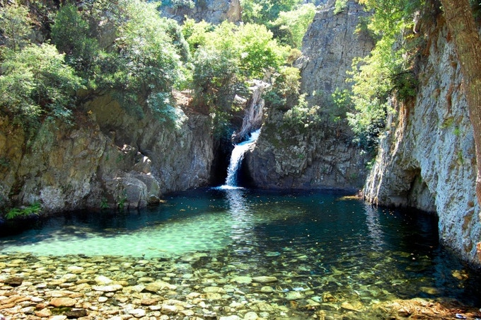 """Natural pools """"vathres"""" in the mountain"""