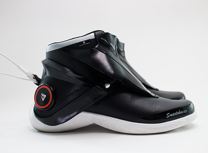 a1840b3d0e156f A pair of Smartshoes comes with a dual charging Micro USB cable. The charge  time ranges from 1.5 hours using the  Quick Charge  option to 3 hours with  ...